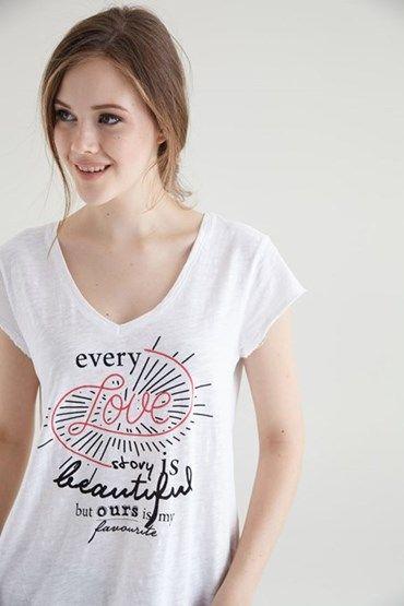 Kadınlarda Baskılı Tişört Modası